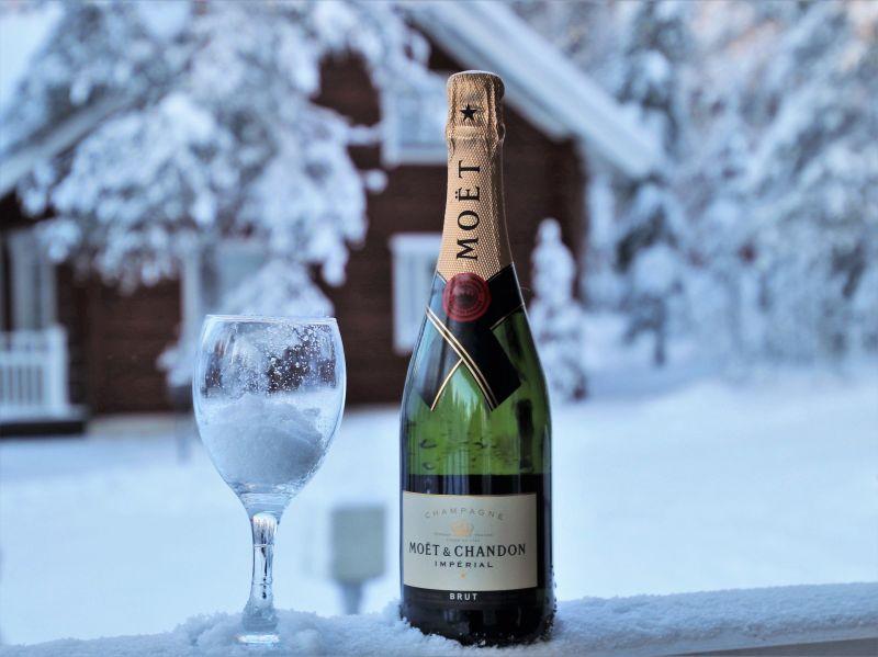 Cum să sărbătorim Revelionul în timpul unei urgențe
